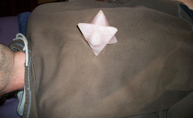 Lithothérapie avec une Merkaba Quartz Rose